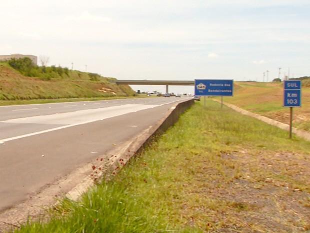 Acidente deixa cinco mortos no km 103 da Rodovia dos Bandeirantes, em Hortolândia (Foto: Reprodução EPTV)