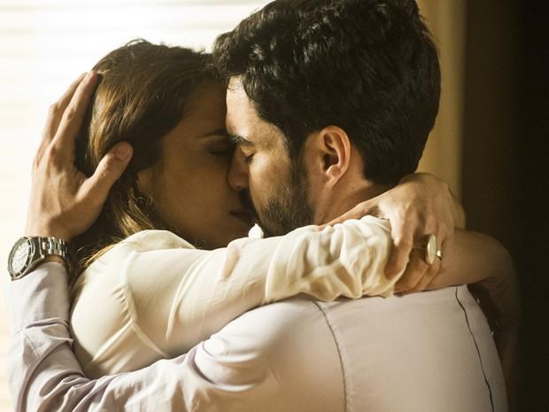 Maria Ribeiro contracena com o marido Caio Blat (Foto:  Cynthia Salles/ TV Globo)