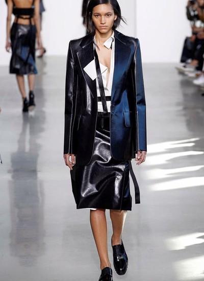 Hanne Linhares teve destaque na passarela da Calvin Klein durante a última semana de moda de Nova York (Foto: Divulgação)