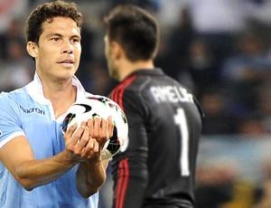 Hernanes, Lazio e Milan (Foto: Agência EFE)