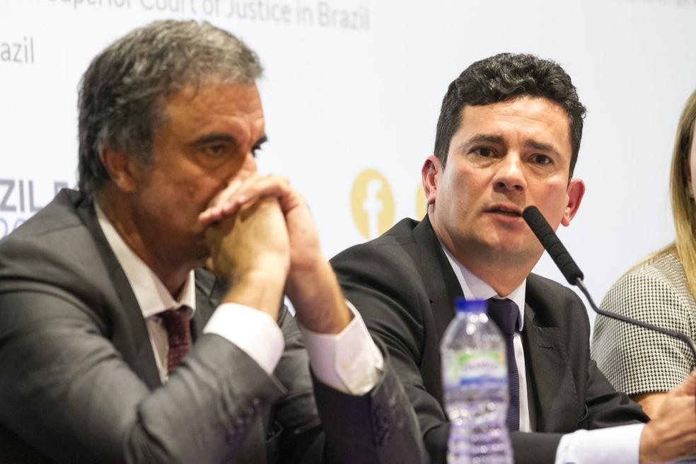 Sérgio Moro (à direita) participa de seminário ao lado de José Eduardo Cardozo (à esquerda) (Foto: Cynthia Vanzella/Brazil Forum UK)