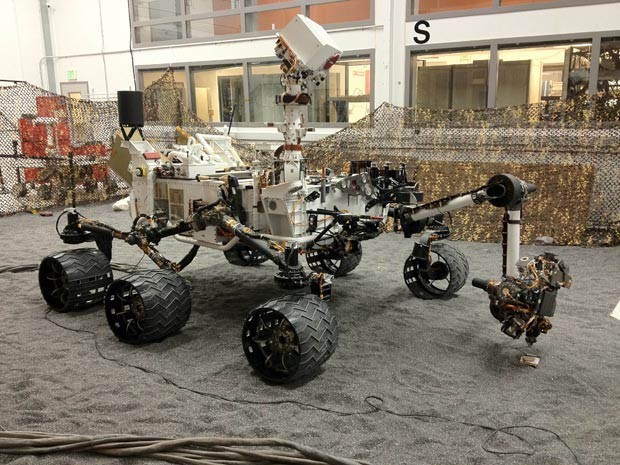 Réplica do Curiosity fica na Terra para testes (Foto: AP Photo/Jet Propulsion Laboratory via Honeybee Robotics, Kyle Brown)