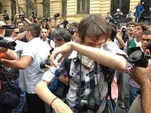 Fotógrafo ferido em ato na República (Foto: Marcio Pinho/G1)