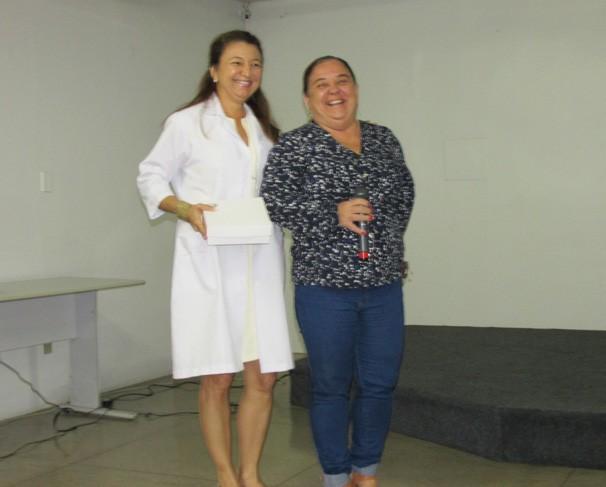 Produtora do Clube Rural Izabel Teles e a fisioterapeuta Gilvana Célia durante palestra (Foto: Laurivânia Fernandes/ Rede Clube)