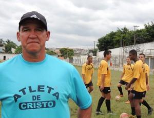 Treinador da base do Atlético Mogi confia na qualidade da equipe (Foto: Thiago Fidelix / Globoesporte.com)