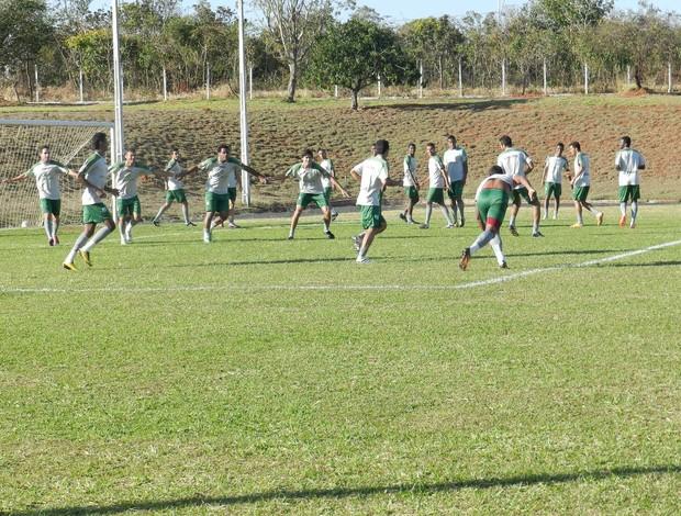 Uberlândia Esporte em treino antes de enfrentar o Villa Nova (Foto: Felipe Santos/GLOBOESPORTE.COM)
