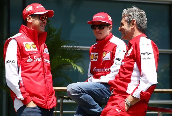 Sebastian Vettel, Kimi Raikkonen e Maurizio Arrivabene: espírito de equipe de volta à Ferrari (Foto: Getty Images)