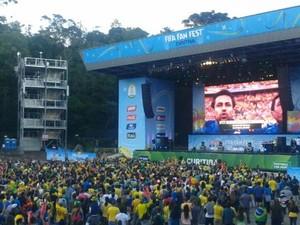 Fan Fest reúne 10 mil em Curitiba (Foto: Thais Kaniak/G1)