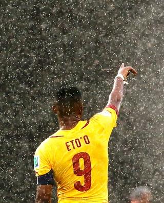 Samuel Eto'o no jogo México x Camarões  (Foto: Reuters)