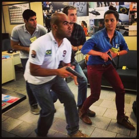 Dudu Azevedo, Max Fercondini e Thaíssa Carvalho recebem orientações (Foto: Arquivo pessoal)