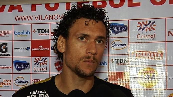 Gustavo Bastos - zagueiro Vila Nova (Foto: Reprodução / TV Anhanguera)