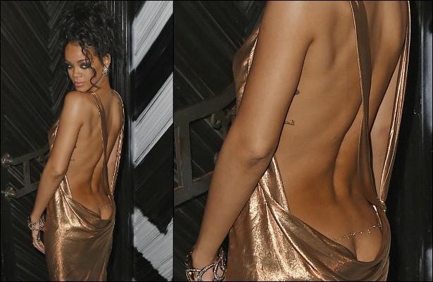 Rihanna, não teve nenhum pudor em deixar à vista o comecinho do bumbum neste decotadíssimo vestido que ela usou numa after party do MET Gala, em maio. (Foto: Getty Images)
