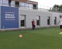 Torcedor-mirim do PSG é recebido por Thiago Silva e conhece o clube