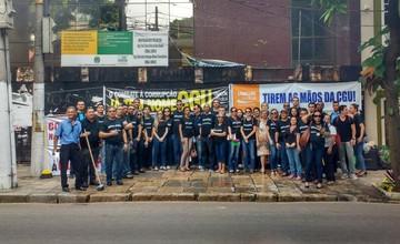 Servidores federais protestam contra a extinção da CGU (Ana Paula Gama/G1)