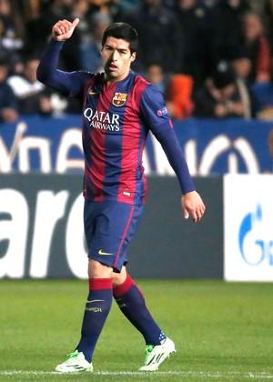Suarez comemora gol do Barcelona contra o Apoel (Foto: Agência AFP )