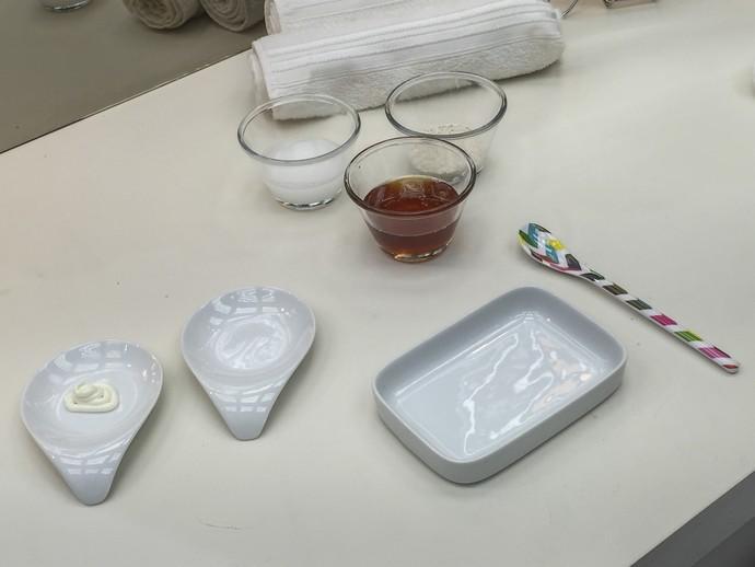 Você vai precisar de mel, aveia e um recipiente para misturar os ingredientes (Foto: Renata Viot/Gshow)