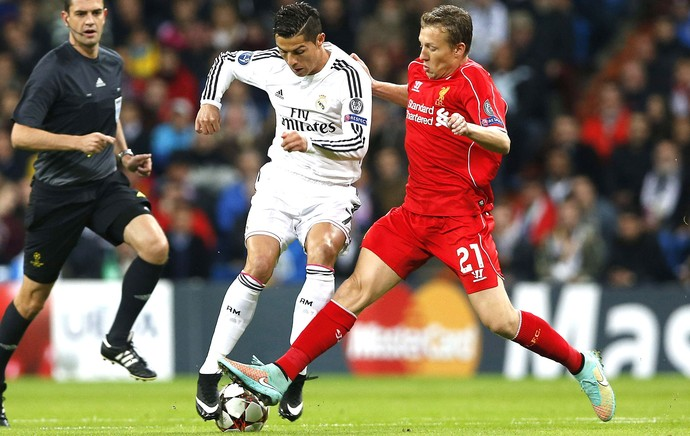 Cristiano Ronaldo e Lucas Leiva, Real Madrid X Liverpool (Foto: Agência EFE)