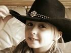 Menina de 8 anos luta contra raro tipo de câncer de mama nos EUA
