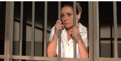 """A Regra do Jogo - legenda da foto nas redes sociais: """"Giovanna Antonelli acaba de ser presa por ter roubado a cena no primeiro capítulo da novela"""" (Foto: Reprodução Instagram)"""