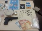 Jovem é preso com drogas, arma falsa e dinheiro em Petrópolis, no RJ