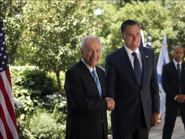 Mitt Romney se encontra com o presidente israelense Shimon Peres  (Foto: AFP)