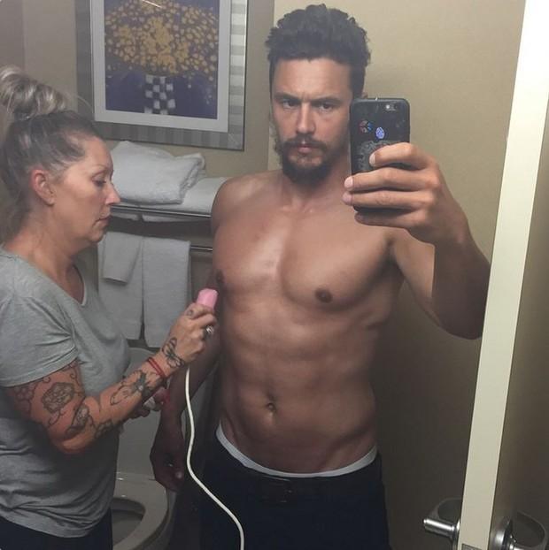 James Franco posta selfie sem camisa (Foto: Reprodução / Instagram)
