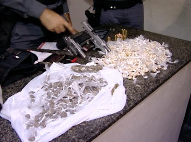 Materiais apreendidos pela Polícia Militar, em Vila Velha. (Foto: Reprodução/TV Gazeta)