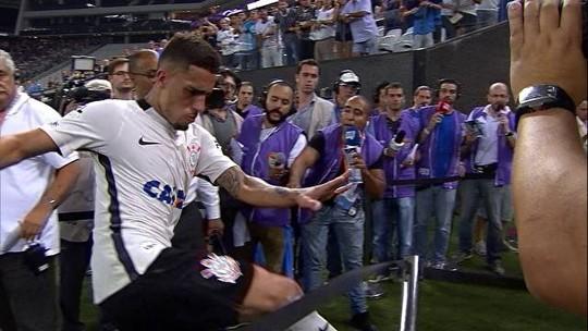 Corinthians vai tentar anular cartão equivocado a Gabriel; Fifa permite