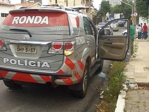 carro ronda atende asalto copasat em Fortaleza (Foto: TV Verdes Mares/Reprodução)