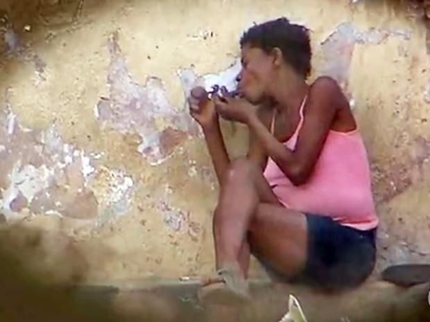 Usuária de crack grávida, na série de reportagens do MGTV 1ª edição 'Nascidos do crack' (Foto: Reprodução/TV Globo)