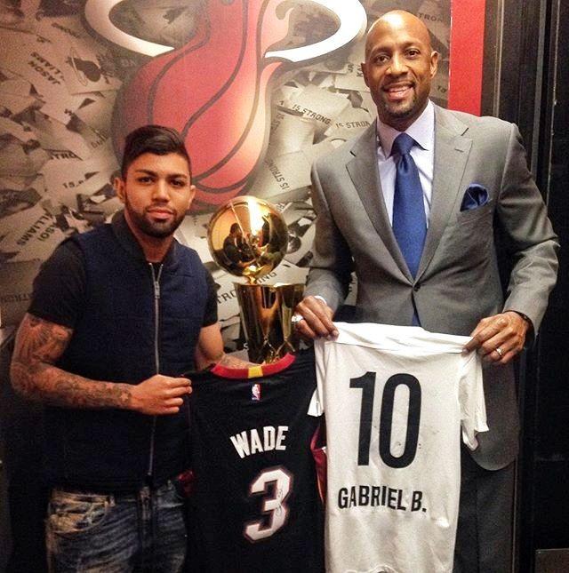 BLOG: Gabriel assite a jogo do Miami Heat e ganha camisa do astro Dwyane Wade