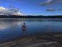 Justin Bieber aparece nu entrando em lago