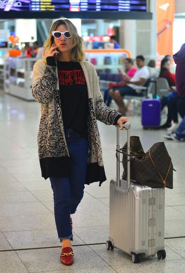 Giovanna esteve no aeroporto Santos Dumont (Foto: AgNews)