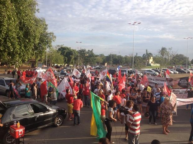 Manifestação pró-Dilma ocorre no Centro Cívico de Boa Vista (Foto: Jackcson Félix/ G1)