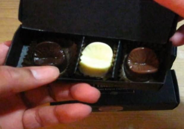 Usuário comprou algumas caixas do chocolate e postou vídeo mostrando o produto (Foto: Reprodução/YouTube/PBnJaime)