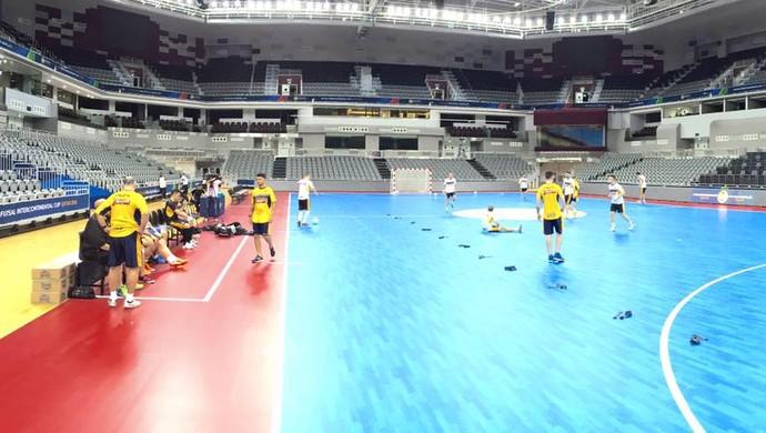 Sorocaba Futsal treina na Ali Bin Hamad Al Attiya Arena (Foto: Guilherme Mansueto / Magnus Futsal)