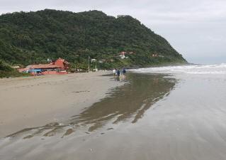 Praia de Guaraú, em Peruíbe (Foto: Paulo Freitas/A Tribuna de Santos)