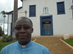 Monsenhor João César, pároco de Paracatu e primo de Barbosa (Foto: Cíntia Acayaba / G1)