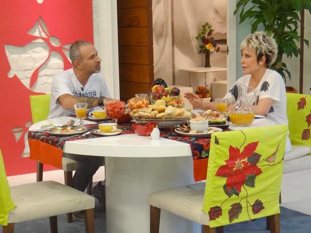 Ana Maria Braga recebe o documentarista Lawrence Wahba no café da manhã (Foto: Mais Você/ TV Globo)