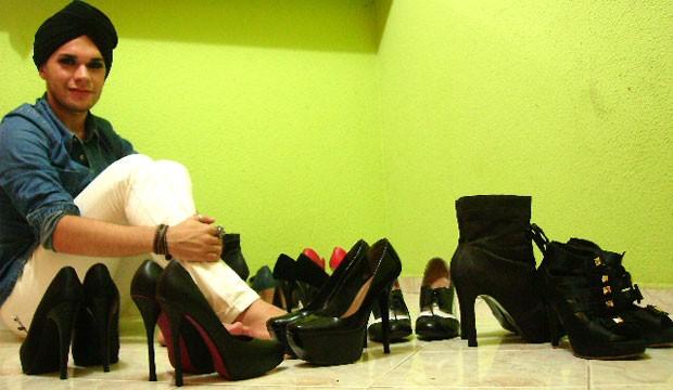 Victor Kláus compra sapatos pela internet por causa do tamanho do calçado (Foto: Victor Kláus/Arquivo pessoal)