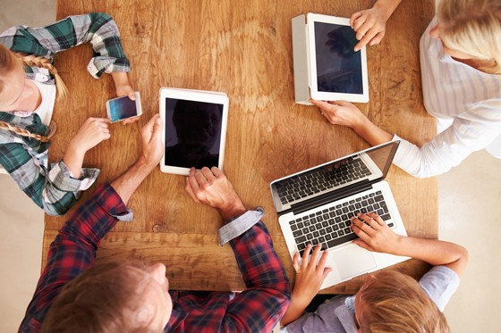 Múltiplas plataformas disputam atenção dos jovens conectados (Foto: ThinkStock)