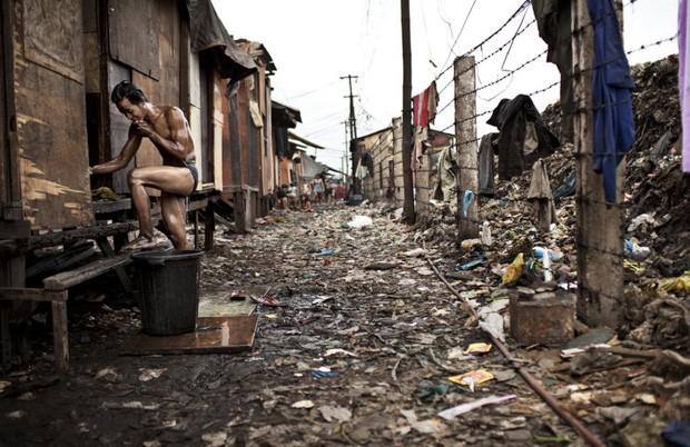Retratada pelo fotógrafo Lasse Bak Mejlvang, Smokey Moutain é uma comunidade que cresceu no local onde antigamente funcionava um lixão na área central da Manila, nas Filipinas (Foto: Lasse Bak Mejlvang/Syngenta Photography Award)
