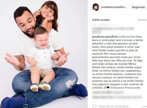 Jonathan Costa e os filhos (Foto: Reprodução/Instagram)