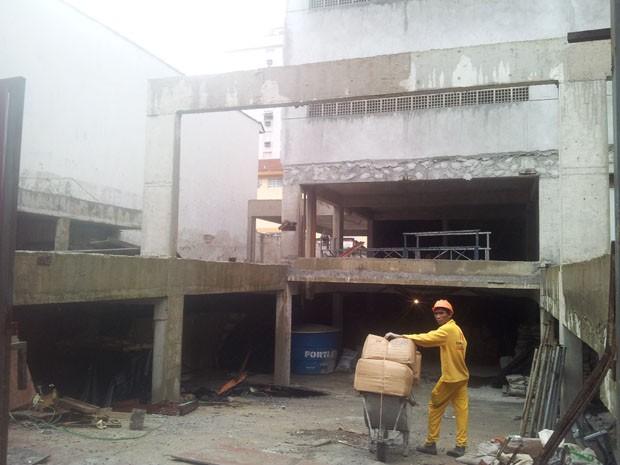 Prédio em construção onde homem caiu do 32º andar, em Santos (Foto: Mariane Rossi/G1)