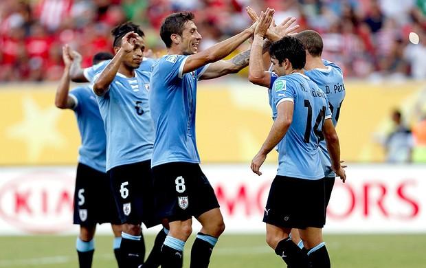 Diego Perez gol Uruguai jogo Taiti (Foto: Reuters)