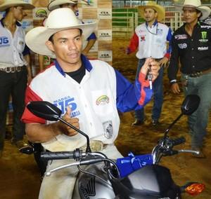 Francisco de Assis, campeão rodeio Expoacre (Foto: Duaine Rodrigues)