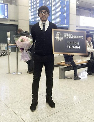 Edison Tarabai é apresentado ao Seoul E-Land (Foto: Divulgação / Seoul E-Land)