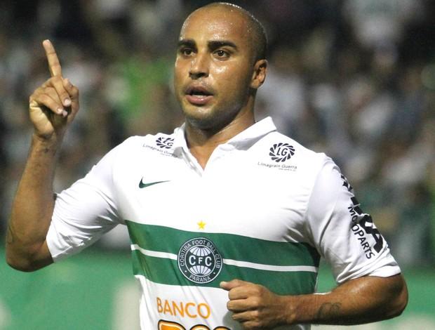 Deivid comemora gol do Coritiba contra o Náutico (Foto: Franklin de Freitas / Agência Estados)