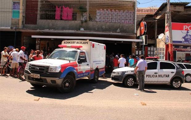 Um homem de 80 anos e o suposto assassino, que reagiu a abordagem da polícia, foram mortos a tiros dentro do Hotel Caraúbas, em Mossoró (Foto: Marcelino Neto/OCâmera)