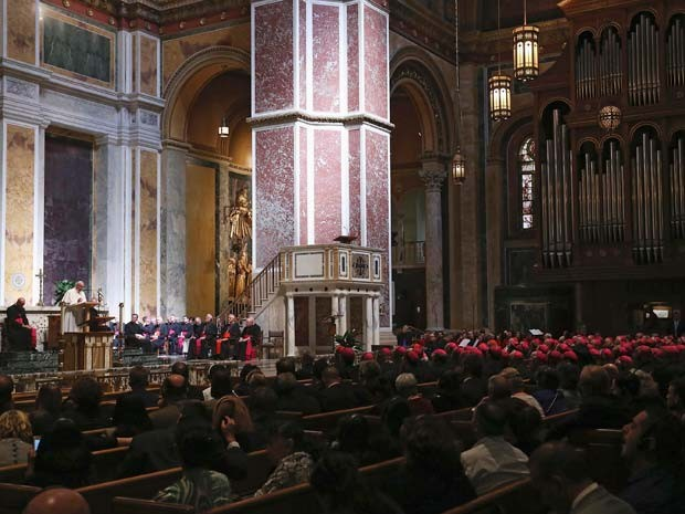 Papa Francisco fala para bispos na Catedral de São Mateus nesta quarta-feira (23) em Washington (Foto: REUTERS/Mark Wilson/Pool)